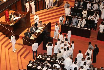 斯里蘭卡政爭 國會通過不信任案