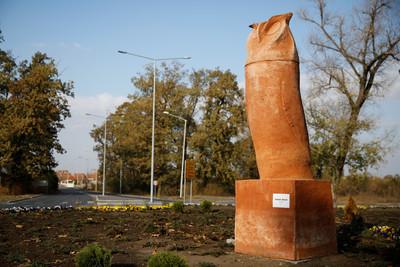 貓頭鷹雕像像陽具 基金達市民:淫穢