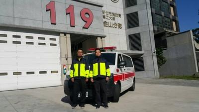 孕婦救護車急產 消防員幫接生