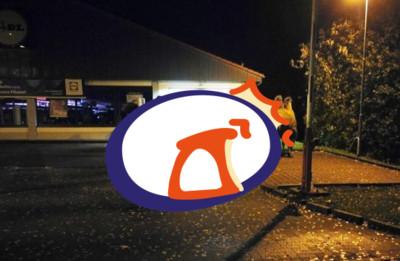 駱駝在超市外停車 警察臨檢才知原因