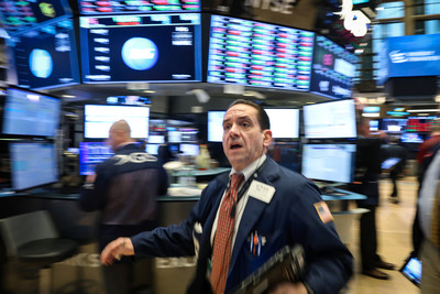 美股3大指數年線收黑 10年來最慘