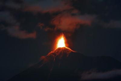 瓜地馬拉火峰再爆 撤4000人