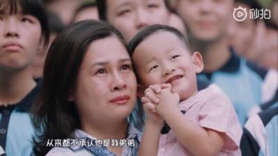 虐弟弟千百遍 少女眾人前懺悔惹母淚崩