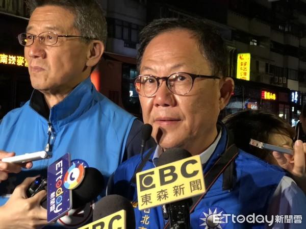 ▲▼國民黨台北市長候選人丁手中。(圖/記者潘永鴻攝)