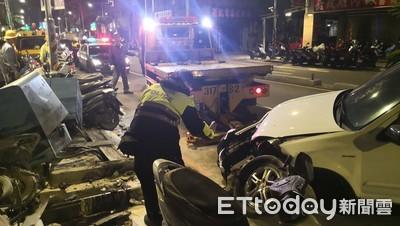 禮車猛撞變電箱 乘客鼻傷送醫