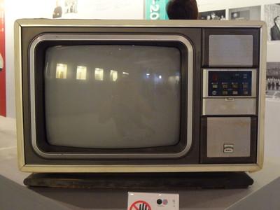 英7000戶家庭還在看「黑白電視」