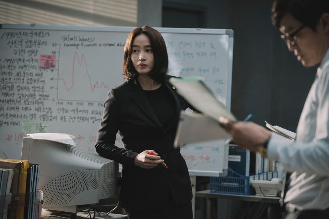 ▲▼《分秒幣爭》金憓秀飾演韓國銀行貨幣政策經理。(圖/華映提供)