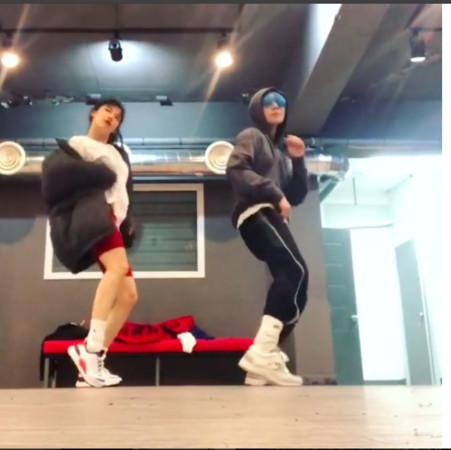 ▲▼泫雅和男友E'Dawn一起練舞。(圖/翻攝自泫雅IG)
