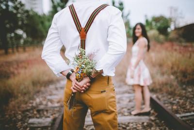 28歲男月薪9萬想求婚 遭女友打槍:你太窮