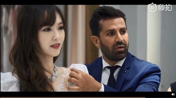 ▲唐嫣試婚紗影片曝光。(圖/翻攝自微博/唐嫣、《鳳凰網時尚》)