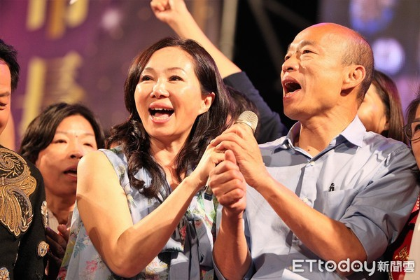 ▲▼韓國瑜在晚會尾聲,15萬粉絲歡呼;韓妻李佳芬致詞時也感動落淚。(圖/記者宋德威攝,下同)