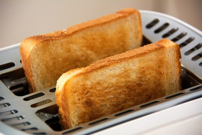 影/烤土司吃一片就致癌? 食藥署:這2物質的確有害健康