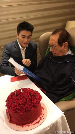 ▲何猷君為爸爸何鴻燊慶祝97歲大壽,生日禮物超強。(圖/翻攝自微博/何猷君)