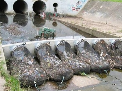 入海前擋下300公斤垃圾 抗汙染「河口巨型網」台灣河川也該裝!