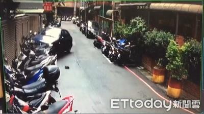 女駕駛一個MOVE「輾過12機車」