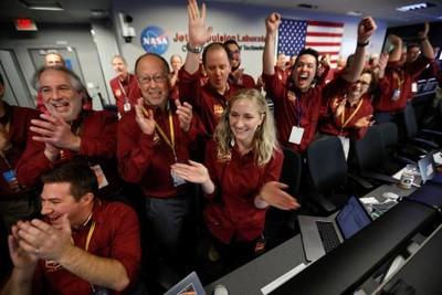 洞察號登火星!NASA人員激動歡呼