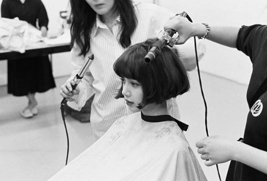 Lisa突然曬出耳下3cm短髮造型。(圖/翻攝自Lisa IG)