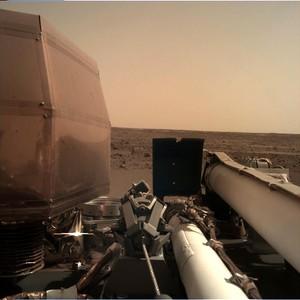 火星天空 洞察號傳回首張清晰照