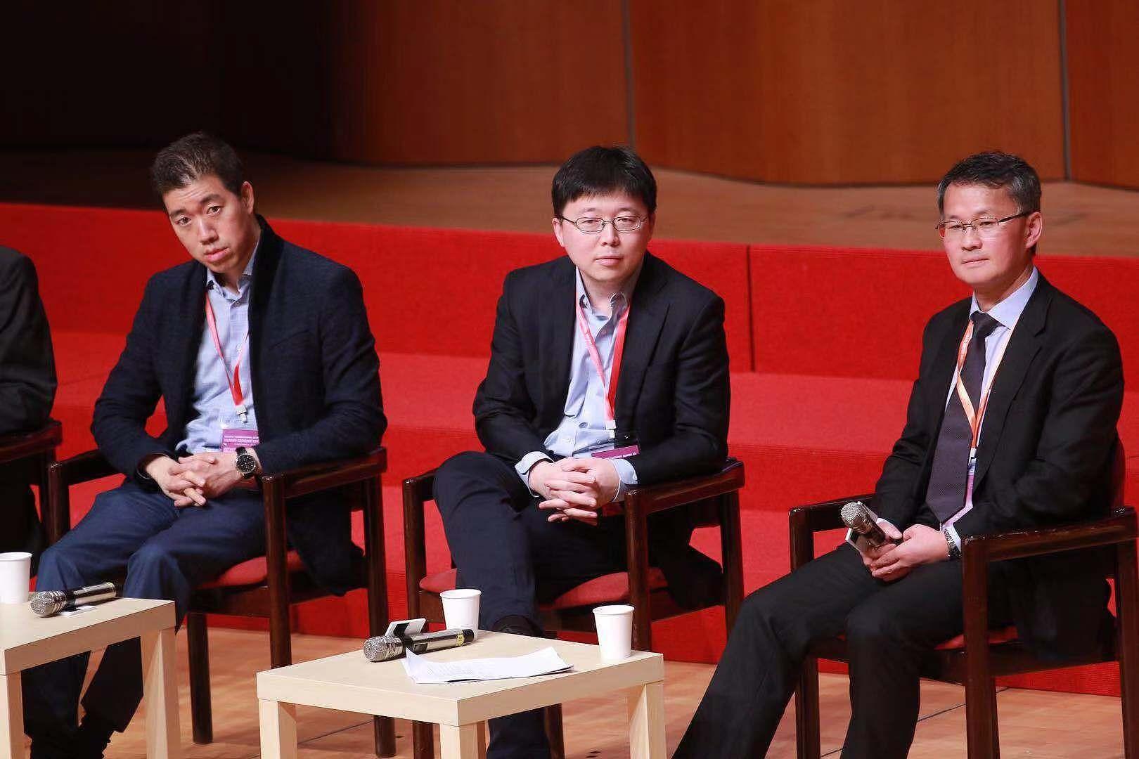 ▲發明基因編輯技術CRISPR的麻省理工學院華裔教授張鋒(Feng Zhang)(中)於香港出席第二屆人類基因組編輯國際峰會開幕。(圖/CFP)