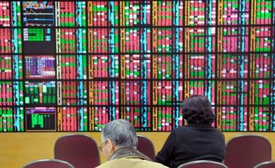 台股收盤漲42點 電子股後繼無力、金融股轉強撐盤