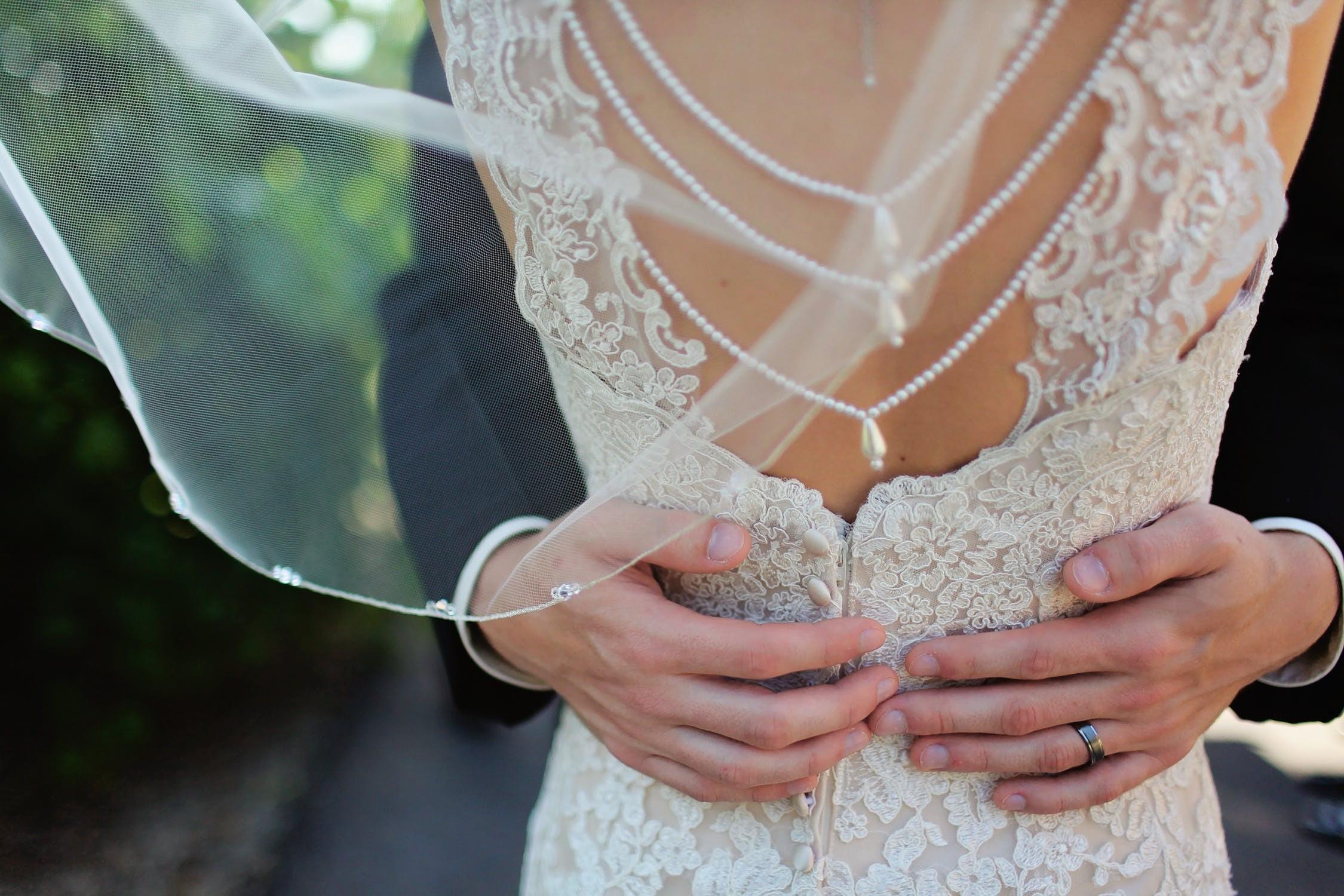 ▲結婚,婚紗,情侶,夫妻,感情,戀愛,甜蜜。(圖/取自免費圖庫PEXELS)