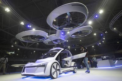 10年內可搭到結合無人機的飛天車