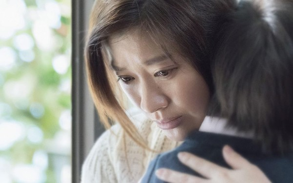 ▲▼女兒溺水被判腦死 《人魚沉睡的家》篠原涼子痛苦抉擇。(圖/車庫娛樂提供)