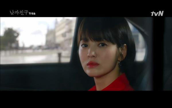 ▲▼宋慧喬第一次相遇朴寶劍,是因為司機開車撞壞他的相機。(圖/翻攝自tvN)