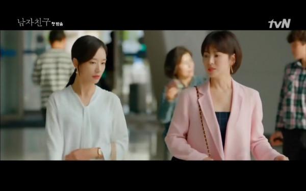 ▲朴寶劍回國發現宋慧喬真實身份。(圖/翻攝自tvN)