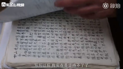 老人花5年抄名著328萬字 只因老伴一句話