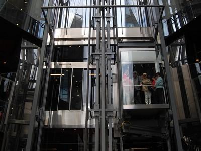 電梯鋼索斷了怎麼辦?層層裝置其實超安全 真扛不住就..算了吧