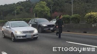 嫌犯跑國道被撞死 警不起訴處分