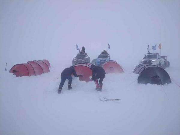 ▲▼宥勝南極長征隊遇上暴風雪打亂節奏。(圖/橘子關懷基金會)