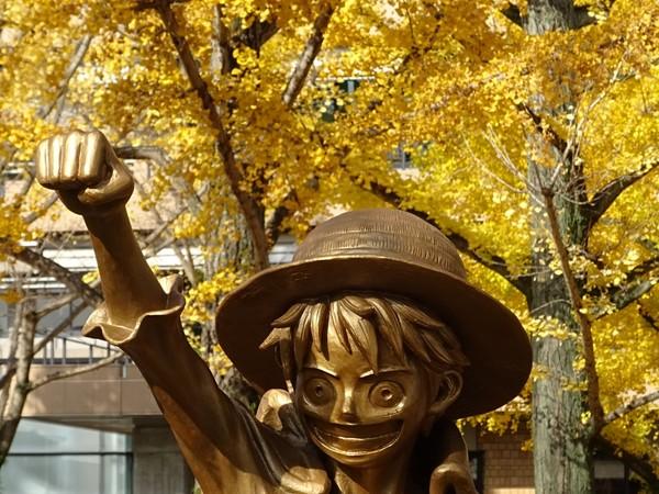 ▲熊本打造「魯夫銅像」紀念魯夫捐8億。(圖/翻攝自推特/熊本市)