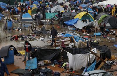 蒂華納難民營太髒 200人自願遣返