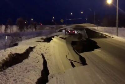 安克拉治7.0強震 道路大面積崩毀