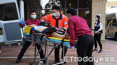影/北市60歲男「工地墜落」 傷重急送醫