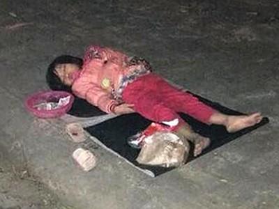 12歲童「留妹妹睡馬路乞討」騎車走掉 路人跟蹤,赫見破帳篷擠四孩