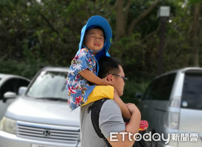 3歲弟穿沖繩花襯衫爆哭:我是大寶寶
