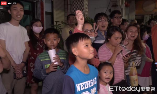 ▲▼根本跨年!雞排日千人齊喊「高雄會更好」 200m人龍塞爆整條街(圖/ETtoday新聞雲)