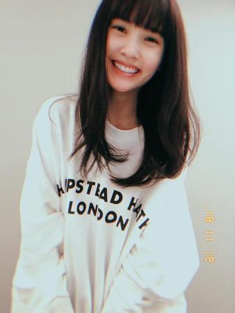▲楊丞琳復古風髮型,獲得不少網友好評。(圖/翻攝自楊丞琳臉書)