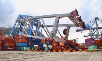 貨輪撞毀橋式機 代墊10億提求償