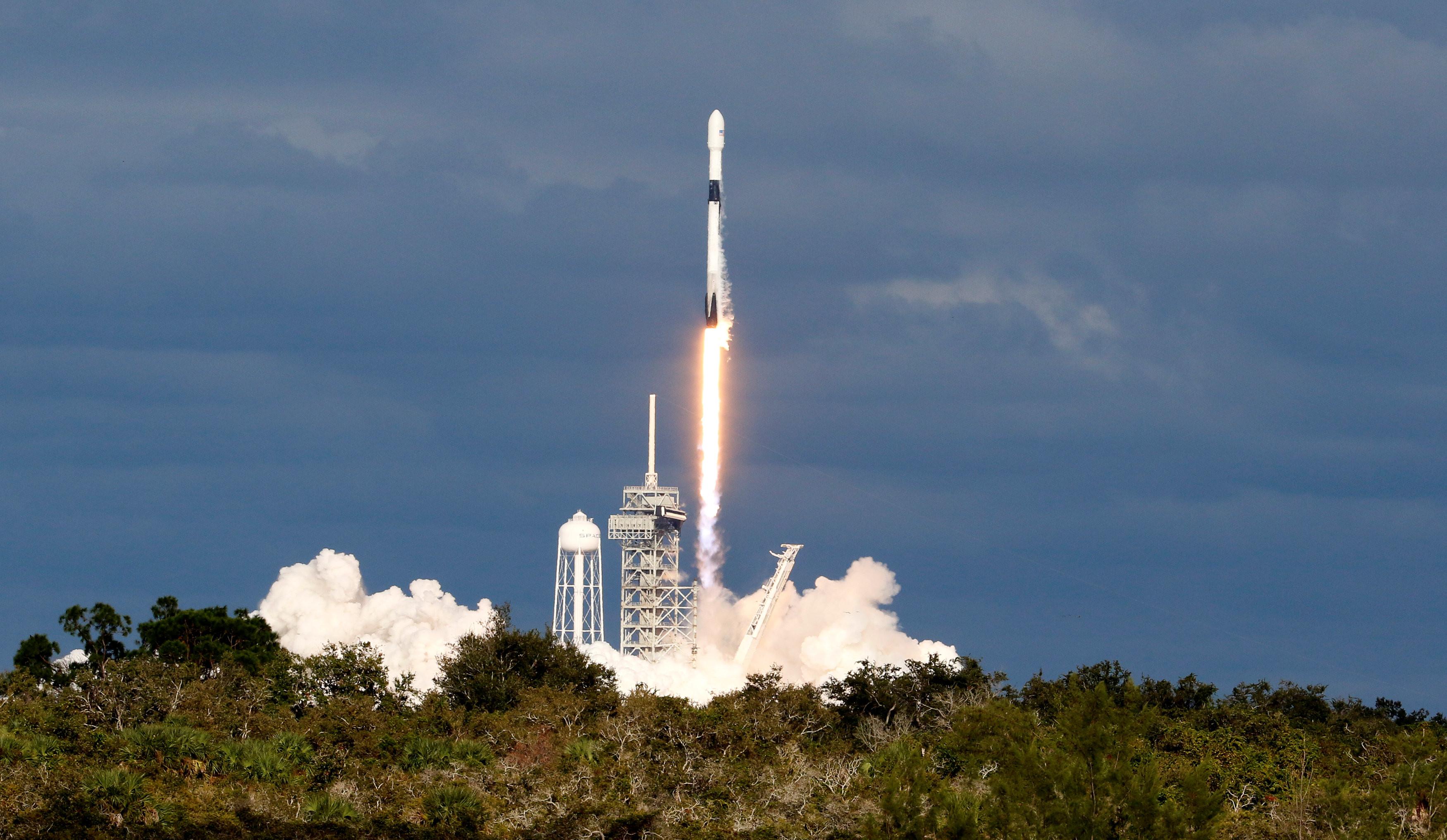 ▲美國太空探索技術公司「SpaceX」今年11月發射「獵鷹9號」(Falcon 9)火箭。(圖/路透社)