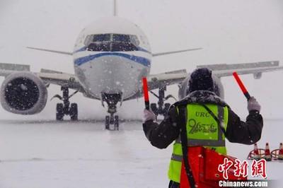 烏魯木齊大雪 3740人困機場