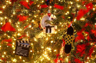 警局擺「垃圾聖誕樹」歧視非裔居民