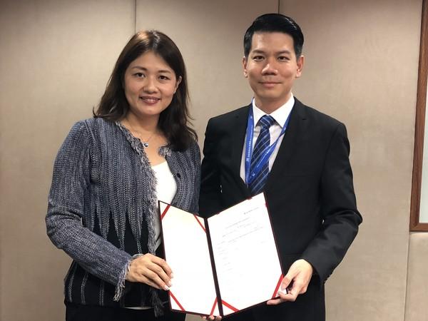 ▲安克生醫和馬來西亞簽訂獨家經銷合約,左為安克生醫總經理李伊俐。(圖/安克生醫提供)