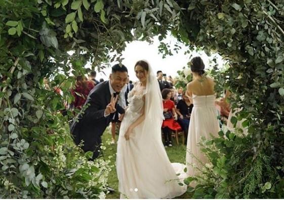 ▲余文樂結婚一周年。(圖/翻攝自IG/余文樂)