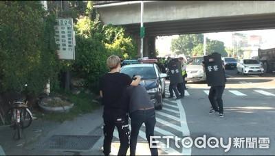 員警:X拔我的槍 被情侶檔塑膠袋套頭狂揍