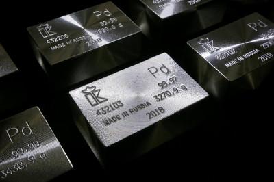 黃金輸了!16年首見「全球最貴金屬」換位