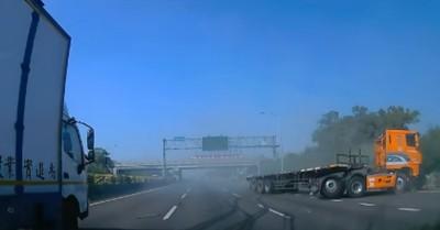 國道北向聯結車撞護欄 駕駛挫傷